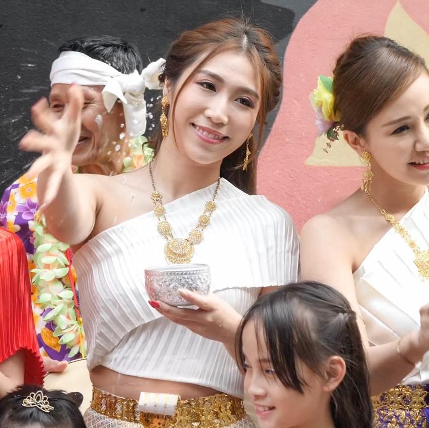 ThaiWaterFestival_20180401_All_01_v2.mp4_snapshot_00.38_[2018.04.03_21.14.39]