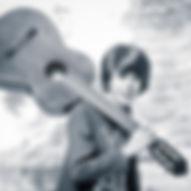 Portret van Kylian met gitaar