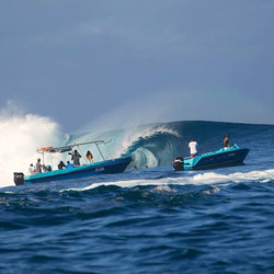 Teahupoo taxi boat with Cindy