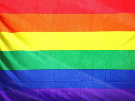 Profissionais LGBTQIA+ enxergam ambiente seguro e acolhedor como decisivo na hora de decidir posição