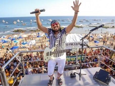 """No Baile da Santinha, Bell Marques brinca sobre carnaval: """"não me preparo, me divirto"""""""