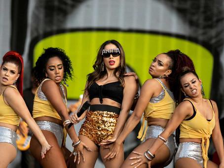 """Anitta diz que foi a primeira cantora a ter """"balé de qualidade"""" no Brasil e web critica; veja vídeo"""