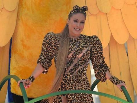 Claudia Leitte se emociona em último dia de Carnaval