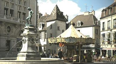 Dijon,_Place_du_Bareuzai_01_©_Office_de