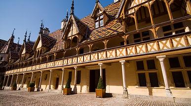 cour_Hospices_de_Beaune_-_Beaune_Tourism
