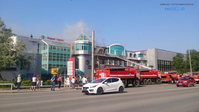 Пожар в Тюмени 17 июня 2015 на улице Республики 250