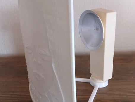 LithophanieBild kann zum Sockel immer ausgetauscht werden. Bild einzeln kostet 35 €, der Strahler (inkl. Batterien) einzeln 15 €.