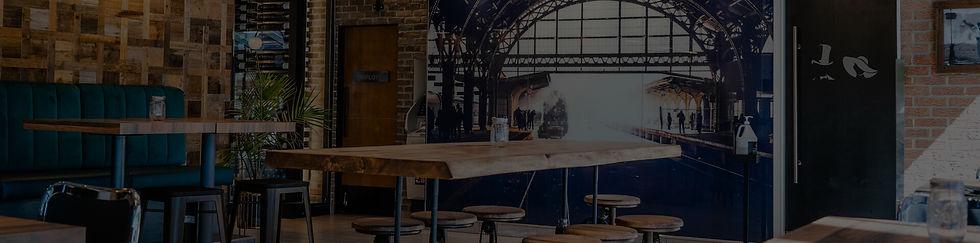 Vue du restaurant le Bistro avec l'ambiance de la terrasse