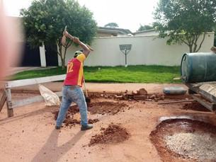Aproveitando a estiagem equipe de infraestrutura intensifica trabalhos de tapa buracos.