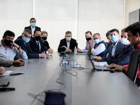 Mauro Mendes assinou decreto após reunião com prefeitos sobre ações para conter o Covid-19