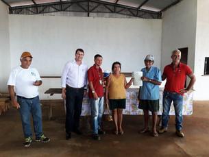 Assentados do Projeto PA Rio Borges assinam Títulos de propriedade do Incra.