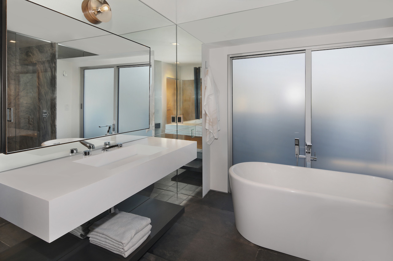 Downstairs master tub.