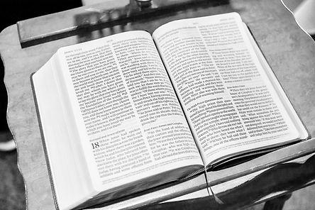 bible-1281216_1920.jpeg