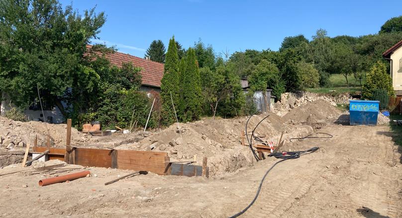 Príprava pre zaliatie základov betónom