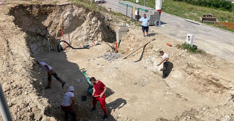 Prebiehajú prípravné práce pred betónovaním