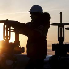 مختصون لـ «الشرق الأوسط» : السعودية حققت مصالح استراتيجية من تراجع أسعار النفط