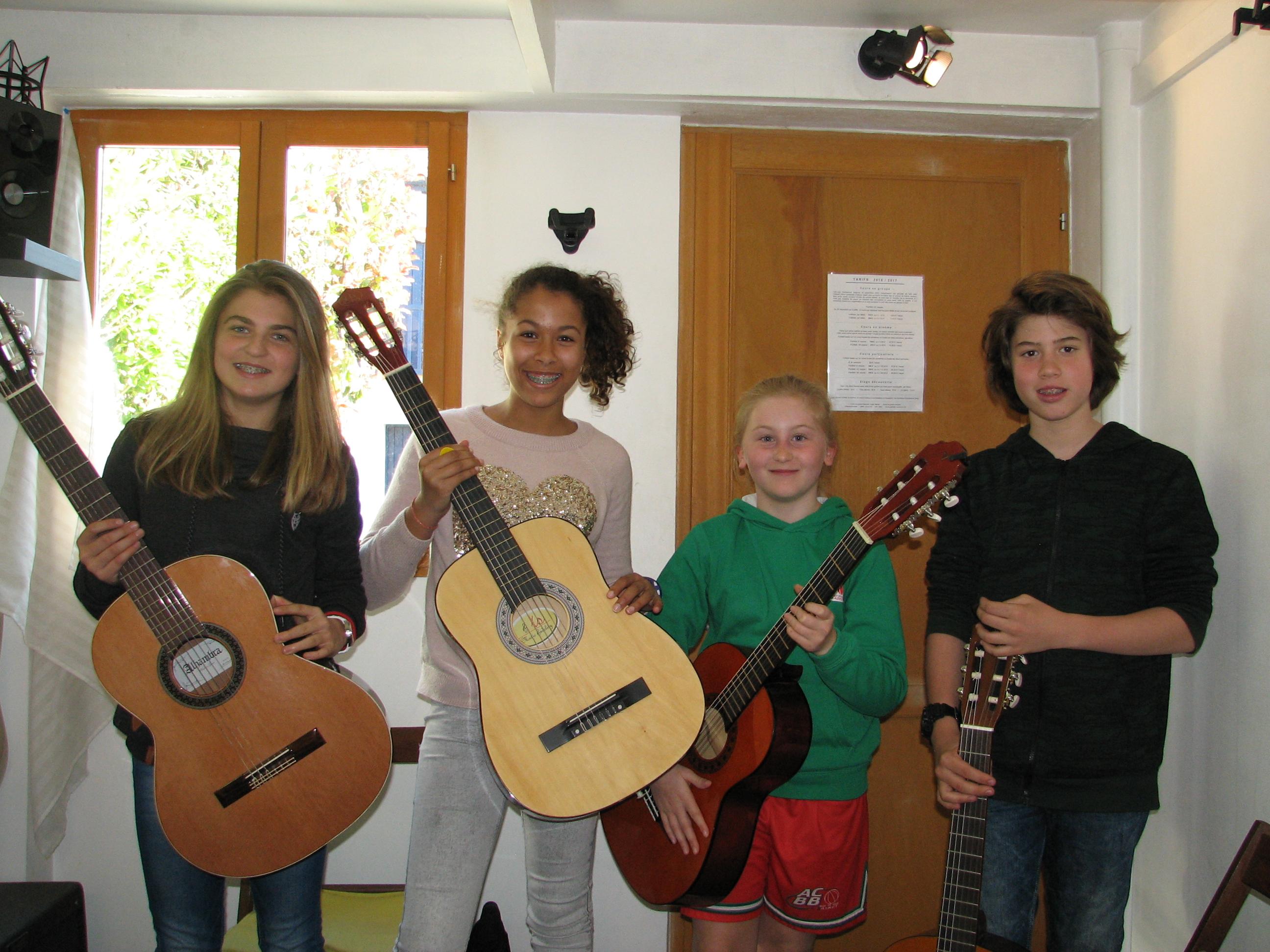 Naia, Lorea, Isaure et Maxime.