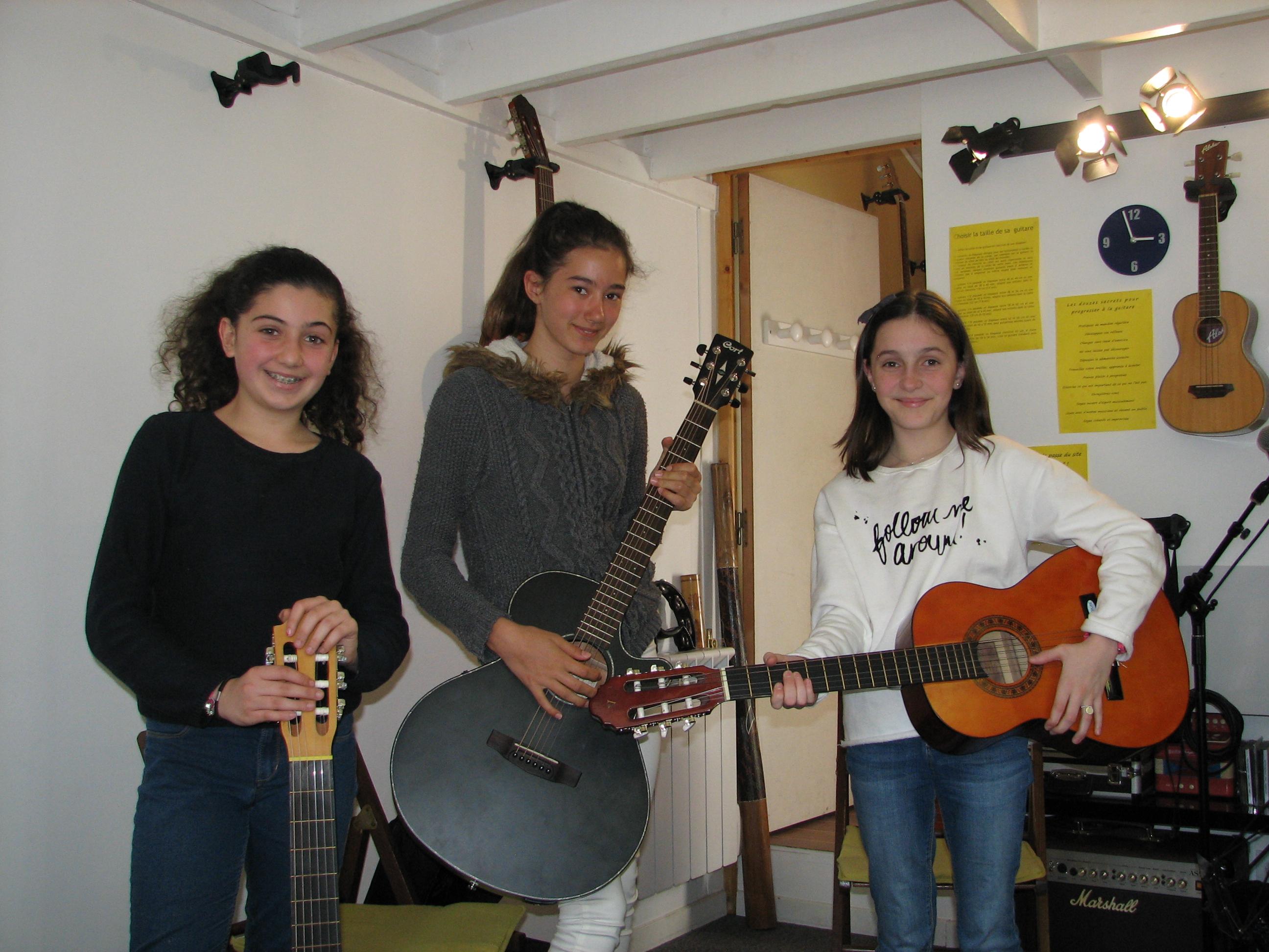 Axelle, Victoria et Carla.