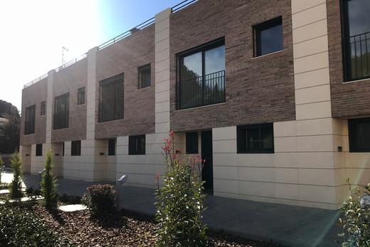 5 habitatges unifamiliars arrenglerats Riera de Tiana 52