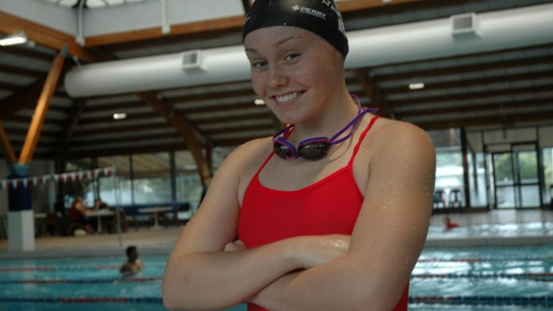Chelsey Edwards swimmer