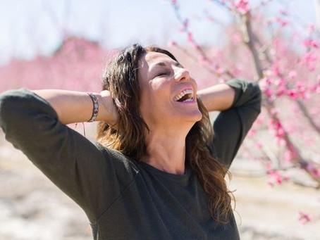 Du faux-rire au fou-rire : qu'est-ce que le yoga du rire ?