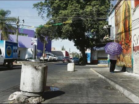 Taquero aparta lugar con bolardos en San Andrés