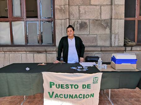 Mantiene IMSS campaña de vacunación en Tepic