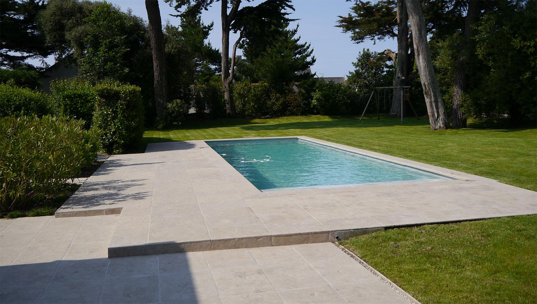 Piscine, bassin type couloir de nage