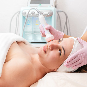 Radio Frequency is a non-ablative technology for skin rejuvenation. Benefits of the bipolar electrode lift and tighten the skin stimulating collagen production and cell turnover, smoothing fine lines and wrinkles. Improves skin firmness and reduces contour drooping (double chin).