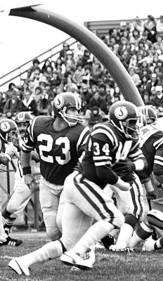 Ron Lancaster (23) and George Reed (34)