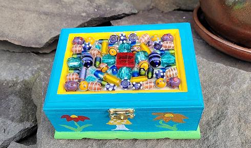 BEAD MOSAIC JEWELRY BOX.jpg