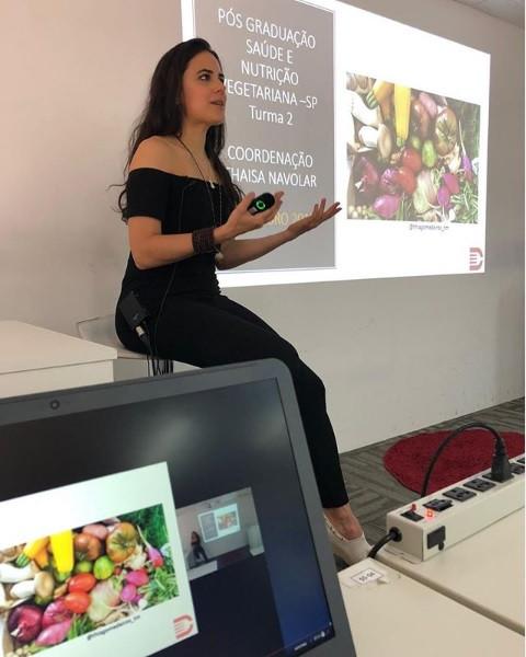 Ministrando aula de Micronutrientes e Avaliação nutricional