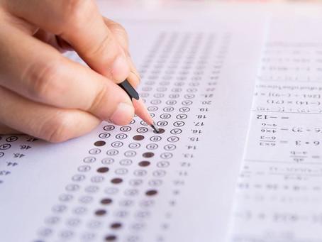 Alumnos de FIAUdeC enseñan matemática y ciencias en preuniversitario gratuito