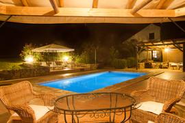 El Molino del Conde: Swimming pool terraces at night
