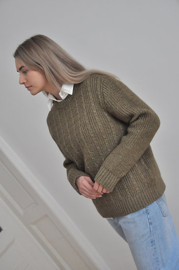 Wool pullover in dark olive / oversized or M-L