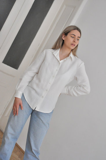 Basic Shirt with shell buttons