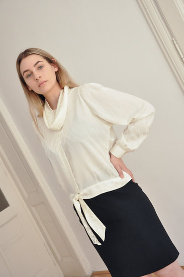 Classy blouse with unique details / M