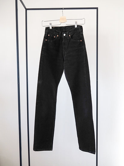 Levi's 501 in black // size xs, 25