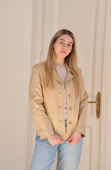 Fitted leather coat in cream / M