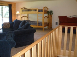 upstairs_w_bunkbeds