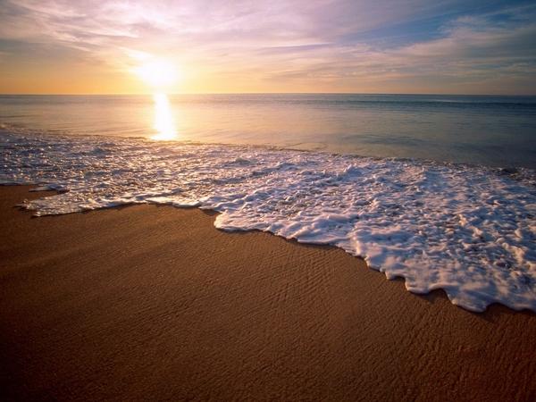 fond-ecran-coucher-de-soleil-sur-la-mer-
