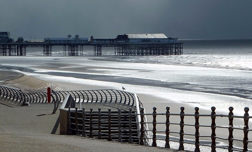 Blackpool promenadem centtral pier and beach