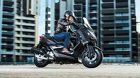 2020-Yamaha-XMAX125-EU-Sonic_Grey-Action