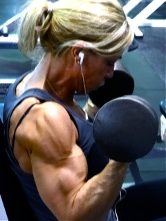 Kris Shanahan training biceps