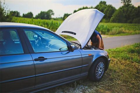 repairing-a-car-6078_edited.jpg