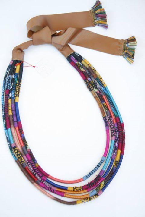 Colar cordas bordadas