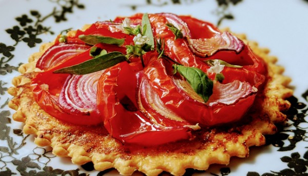 Tarte à la tomate et oignons