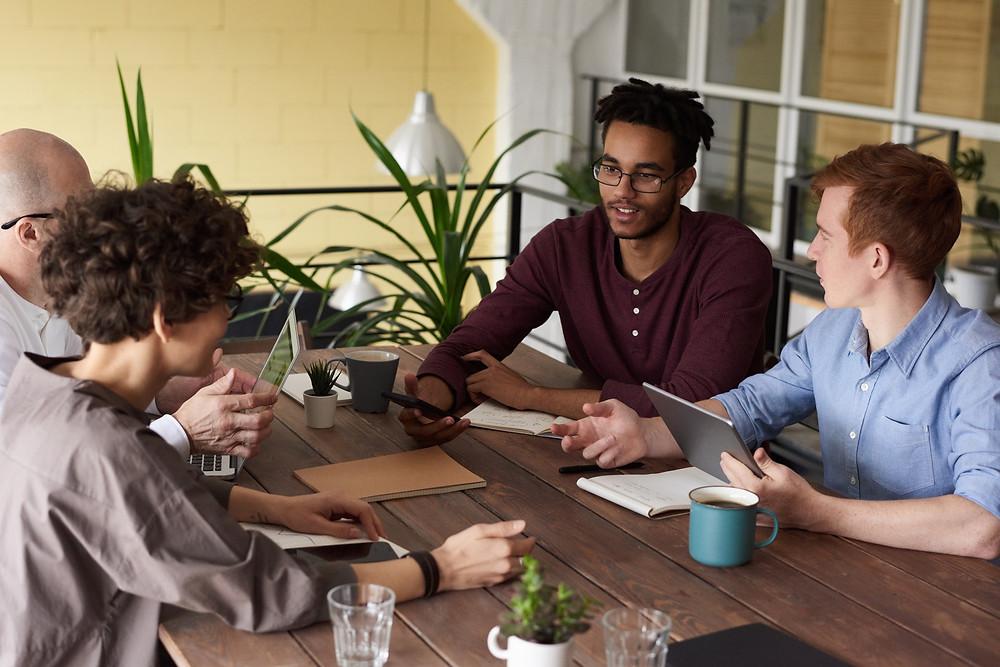 Grupo de estudantes - Metodologias Ativas