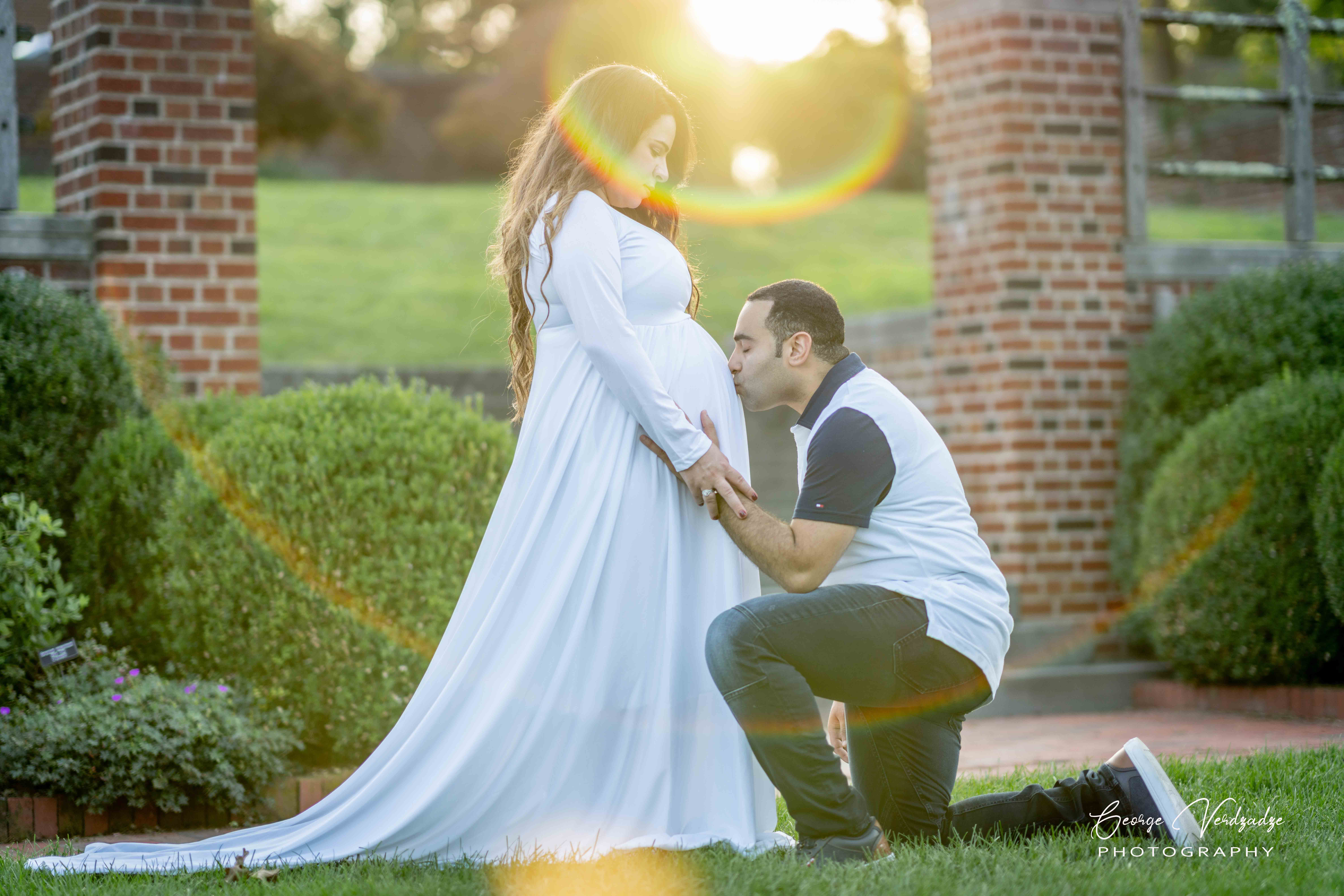 Maternity photography at Waveny Park