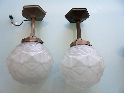 paire de lampes art deco verre pressé moulé